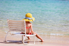 Menina adorável na praia Imagens de Stock Royalty Free