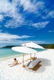 Menina adorável na praia Fotos de Stock Royalty Free