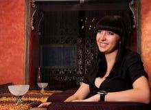 Menina afectuosa no restaurante luxuoso fotografia de stock