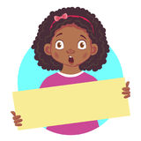 Menina africana que mantém a placa cartaz-surpreendida Fotos de Stock