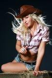 Menina agradável em um chapéu de cowboy Imagens de Stock Royalty Free