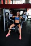 Menina agradável no gym Fotos de Stock Royalty Free