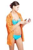 Menina agradável que prepara-se para tomar um chuveiro Fotos de Stock
