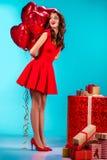 Menina alegre com balões e presentes Imagens de Stock