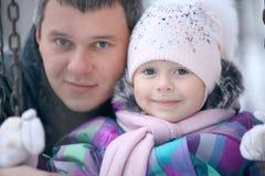 Menina alegre com meus paizinho e cão pequeno Fotos de Stock Royalty Free
