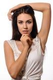 Menina alegre do retrato da beleza com cabelo longo e pele limpa Foto de Stock