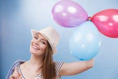 Menina alegre do verão da mulher com balões coloridos Imagens de Stock