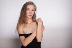 Menina alegre em um vestido preto Imagens de Stock Royalty Free