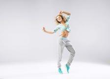 Menina alegre que exercita com música Imagens de Stock