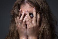 Menina amedrontada em gotas de água Imagens de Stock Royalty Free