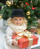A menina anda na GOMA Fotos de Stock Royalty Free