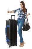 Menina 16 anos velha nas calças de brim e em uma camisa de manta, viajando Imagem de Stock Royalty Free