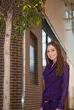 Menina ao lado da árvore Fotos de Stock Royalty Free