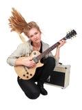 Menina apaixonado da rocha que joga uma guitarra elétrica Fotografia de Stock Royalty Free