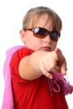 A menina aponta seu dedo na câmera isolada no branco foto de stock
