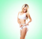 Menina apta e desportiva no roupa interior branco Wo bonito e saudável foto de stock