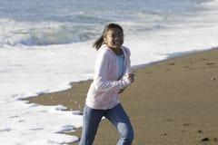Menina asiática adolescente na praia Fotografia de Stock