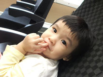 Menina asiática ansiosa no trem Foto de Stock Royalty Free