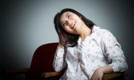 Menina asiática atrativa 20s no fundo do branco do isolado do teatro Imagem de Stock