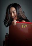 Menina asiática atrativa 20s no fundo do branco do isolado do teatro Fotos de Stock Royalty Free