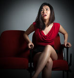 Menina asiática atrativa 20s no fundo do branco do isolado do teatro Imagens de Stock
