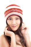 Menina asiática bonita no chapéu do inverno Imagens de Stock