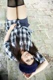 Menina asiática bonita que encontra-se para baixo Foto de Stock Royalty Free