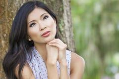 Menina asiática chinesa bonita da jovem mulher Fotografia de Stock Royalty Free
