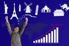 Menina asiática com mantimento do orçamento para a planta de viagem Imagem de Stock
