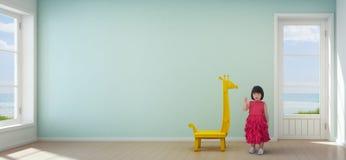 Menina asiática da criança na sala das crianças da casa de praia moderna com fundo vazio da parede de turquesa Imagens de Stock Royalty Free