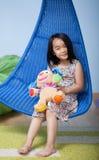 Menina asiática em sua sala Fotos de Stock Royalty Free