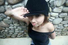 Menina asiática fresca que olha o visor imagens de stock royalty free