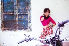 Menina asiática nova atrativa Imagens de Stock Royalty Free