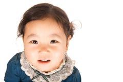 Menina asiática pequena que olha acima Imagens de Stock Royalty Free