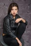 Menina asiática que veste um revestimento preto Imagem de Stock