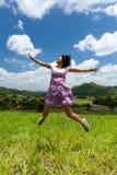 A menina asiática salta Foto de Stock