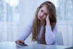 Menina assustado que recebe ameaças imagens de stock royalty free