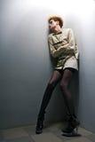 Menina assustador do zombi no quarto cinzento Foto de Stock Royalty Free