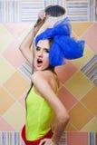 Menina atrativa bonita que toma o chuveiro. fotos de stock royalty free