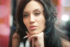 Menina atrativa com penteado bonito Imagem de Stock