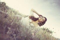 Menina atrativa do encanto na grama Foto de Stock Royalty Free