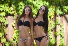 Menina atrativa e 'sexy' na praia Imagens de Stock Royalty Free
