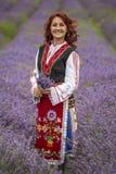 Menina búlgara em um campo da alfazema fotografia de stock royalty free