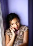 Menina Biracial no telefone de pilha Imagem de Stock Royalty Free