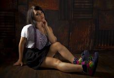 Menina bonita abstrata no assoalho de madeira Imagens de Stock