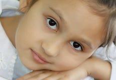 Menina bonita 7 anos velha Retrato do close-up fotos de stock