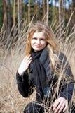 Menina bonita ao ar livre na floresta Fotos de Stock Royalty Free