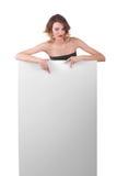 Menina bonita atrás do cartaz do papel do quadro de avisos Foto de Stock Royalty Free