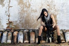 Menina bonita com arma Fotos de Stock Royalty Free
