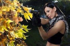 Menina bonita com arma Fotografia de Stock Royalty Free